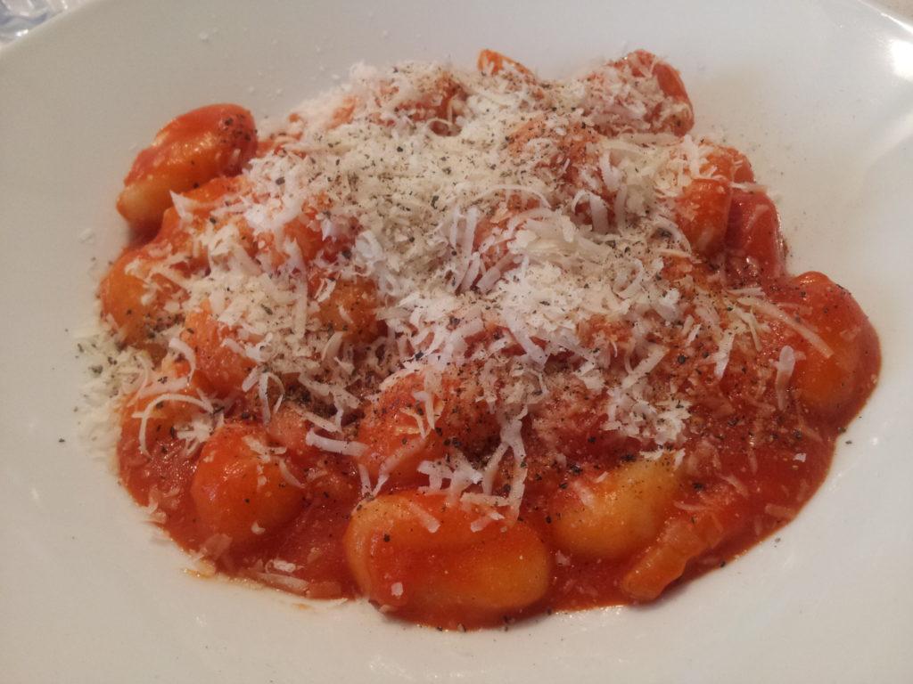 """Gnocchi """"risottati"""" all'Amatriciana"""